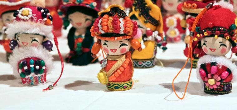 Holiday-Bazaar-dolls