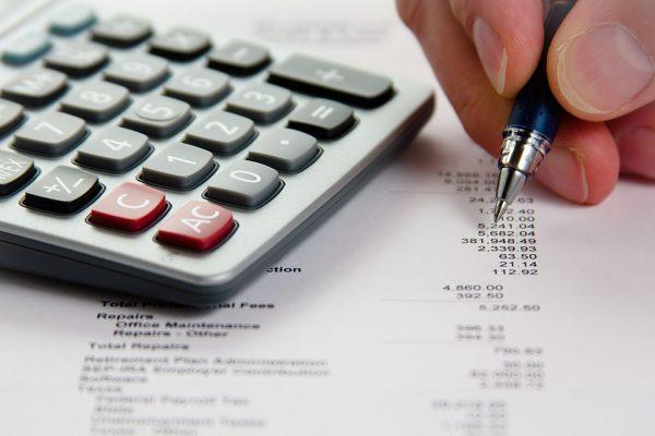 1024px-Analyzing_Financial_Data_(5099605109)